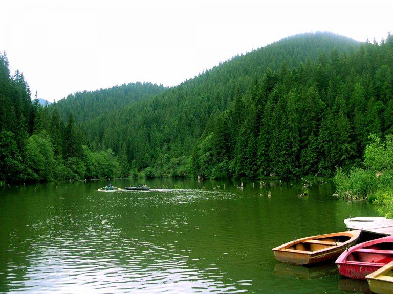 האגם האדום